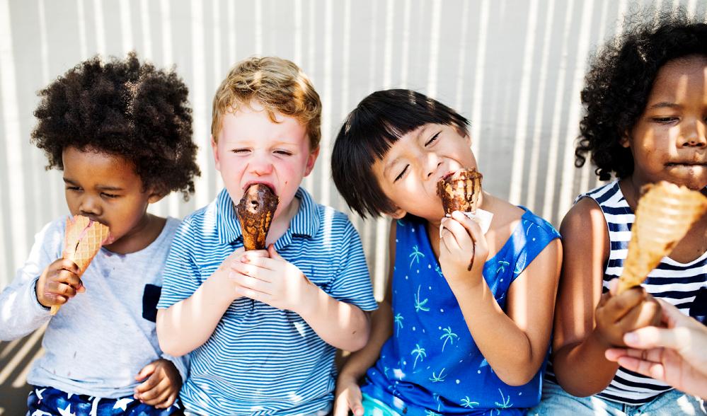 Niños comiendo helado. Concurso de fotografía con helado san telesforo